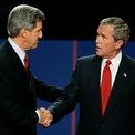 """<p class=""""Normal""""> <strong>Năm 2004</strong></p> <p class=""""Normal""""> Cuộc tranh luận cuối cùng giữa Bush và ứng viên đảng Dân chủ John Kerry mang lại hai phong cách trái ngược. Bush bám lấy các tranh luận đơn giản trong khi Kerry đưa ra hàng loạt dẫn chứng để củng cố quan điểm. Bush tái đắc cử.</p>"""