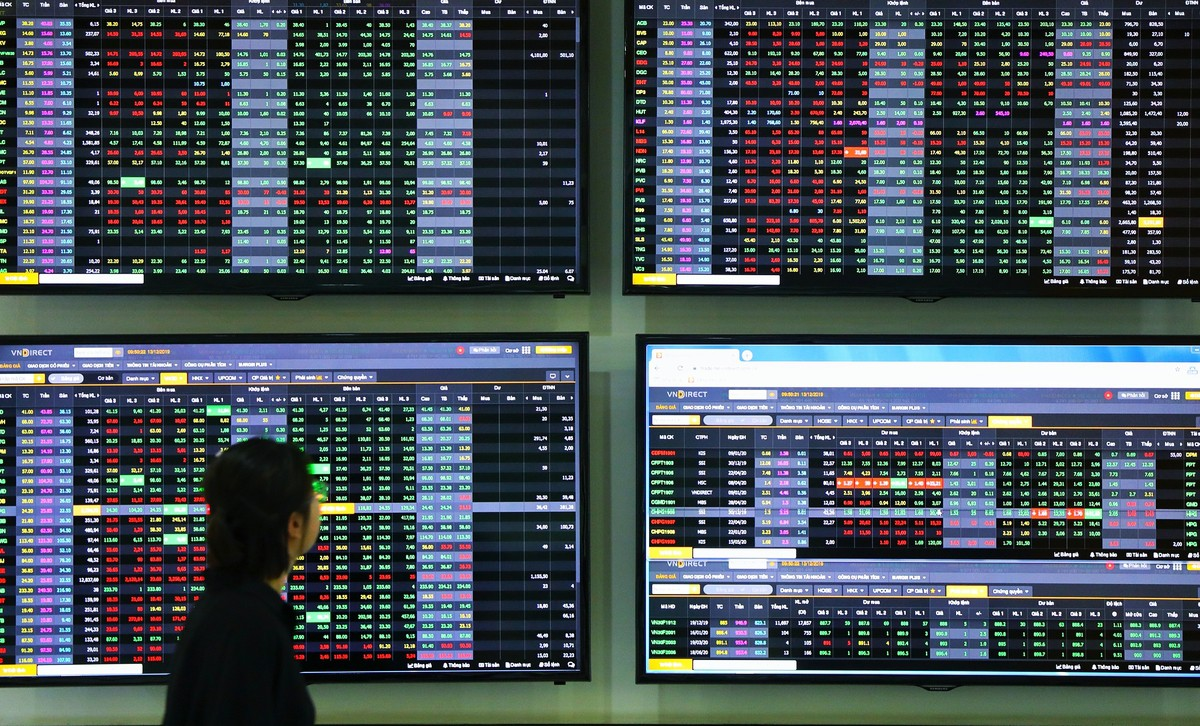 Nhiều cổ phiếu lớn hỗ trợ, VN-Index tăng điểm trở lại