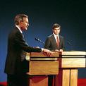 """<p class=""""Normal""""> <strong>Năm 1988</strong></p> <p class=""""Normal""""> Cuộc tranh luận với ứng viên đảng Cộng hòa - phó tổng thống George H.W. Bush - bắt đầu bằng việc đối thủ đảng Dân chủ Michael Dukakis được hỏi ông có ủng hộ án tử hình cho kẻ đã cưỡng hiếp và sát hại vợ của ông hay không.</p> <p class=""""Normal""""> Câu hỏi này mang lại cơ hội cho Dukakis – được giới phê bình mệnh danh là """"người băng giá"""" – để bộc lộ mặt cảm xúc của ông. Tuy nhiên, câu trả lời của ông lại phản tác dụng. Bush là người chiến thắng.</p>"""