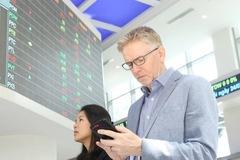 Khối ngoại bán ròng phiên thứ 4 liên tiếp trên HoSE với gần 250 tỷ đồng