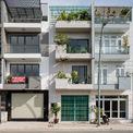 <p> Nhà được thiết kế cho thuê gồm văn phòng ở tầng trệt và 4 căn hộ bên trên. Với mặt bằng 5m, chiều dài 17 m, ngôi nhà tọa lạc tại quận 7, giữa khu dân cư được quy hoạch bắt buộc về chiều cao, khoảng lùi, ban công...</p>