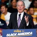 <p> <strong>1. Michael Bloomberg (54,9 tỷ USD):</strong> Tỷ phú Bloomberg đồng sáng lập hãng truyền thông Bloomberg LP vào năm 1981 và hiện sở hữu 88% cổ phần công ty này. Ông từng giữ chức thị trưởng thành phố New York trong 3 nhiệm kỳ từ năm 2002 và từng ra tranh cử tổng thống Mỹ năm 2020 nhưng rút lui rồi tháng 3. Ảnh: <em>AP.</em></p>