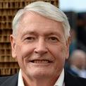 <p> <strong>8. John Malone (7,49 tỷ USD):</strong> Năm 1973, John Malone trở thành CEO của Tele-Communications, Inc. và biến công ty sắp phá sản này thành hãng truyền hình cáp lớn nhất thế giới vào năm 1990. Hiện tại, ông là chủ tịch công ty truyền hình và Internet Liberty Global. Ông cũng nắm cổ phần tại Discovery Communications và Formula One. Tỷ phú 79 tuổi hiện là chủ đất tư nhân lớn nhất tại Mỹ với hàng triệu hecta đất rừng ở Maine và New Hampshire. Ảnh: <em>Vanity Fair.</em></p>