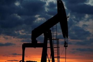 Giá dầu mất 3% do triển vọng cầu yếu, cung từ OPEC tăng