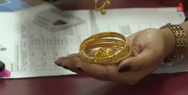 Người dân Ấn Độ phải mang vàng đi cầm cố để trang trải cuộc sống thời Covid-19