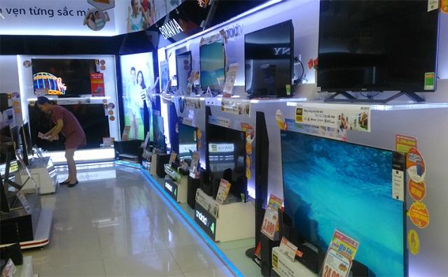 Tivi, tủ lạnh đại hạ giá: Khách vắng hoe, siêu thị ôm núi hàng tồn kho