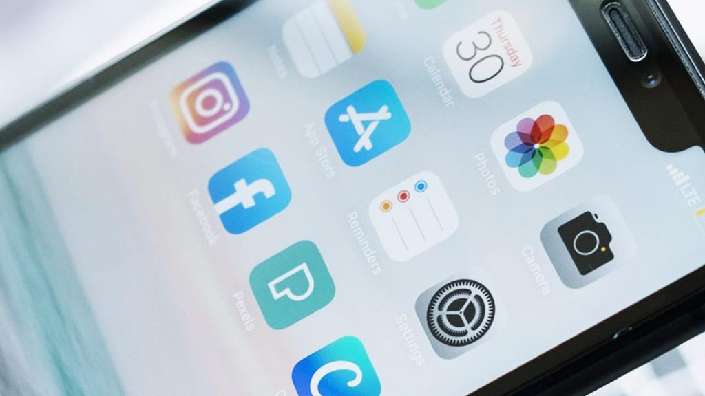 App Store kiếm tiền gấp đôi Google Play Store trong quý III