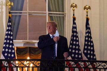 Trump xuất viện, về lại Nhà Trắng
