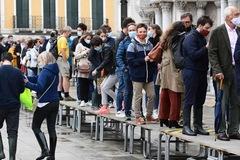 Ngày đầu tiên khác thường ở Venice sau 1.200 năm