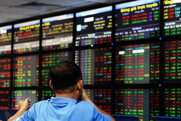Cổ phiếu vừa và nhỏ hút dòng tiền, VN-Index tăng 6 điểm