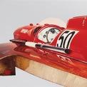 <p> Khi biết Enzo Ferrari có ý định sơn nửa thân trên của Arno XI trong màu đỏ truyền thống của Ferrari, bộ phận Scuderia F1 đã gửi những thợ sơn lành nghề đến. Ngoài ngoại thất, ghế ngồi cũng được phủ da màu đỏ.</p>