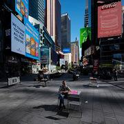 Cư dân New York tuyệt vọng: 'Không có du khách, tôi ế ẩm'
