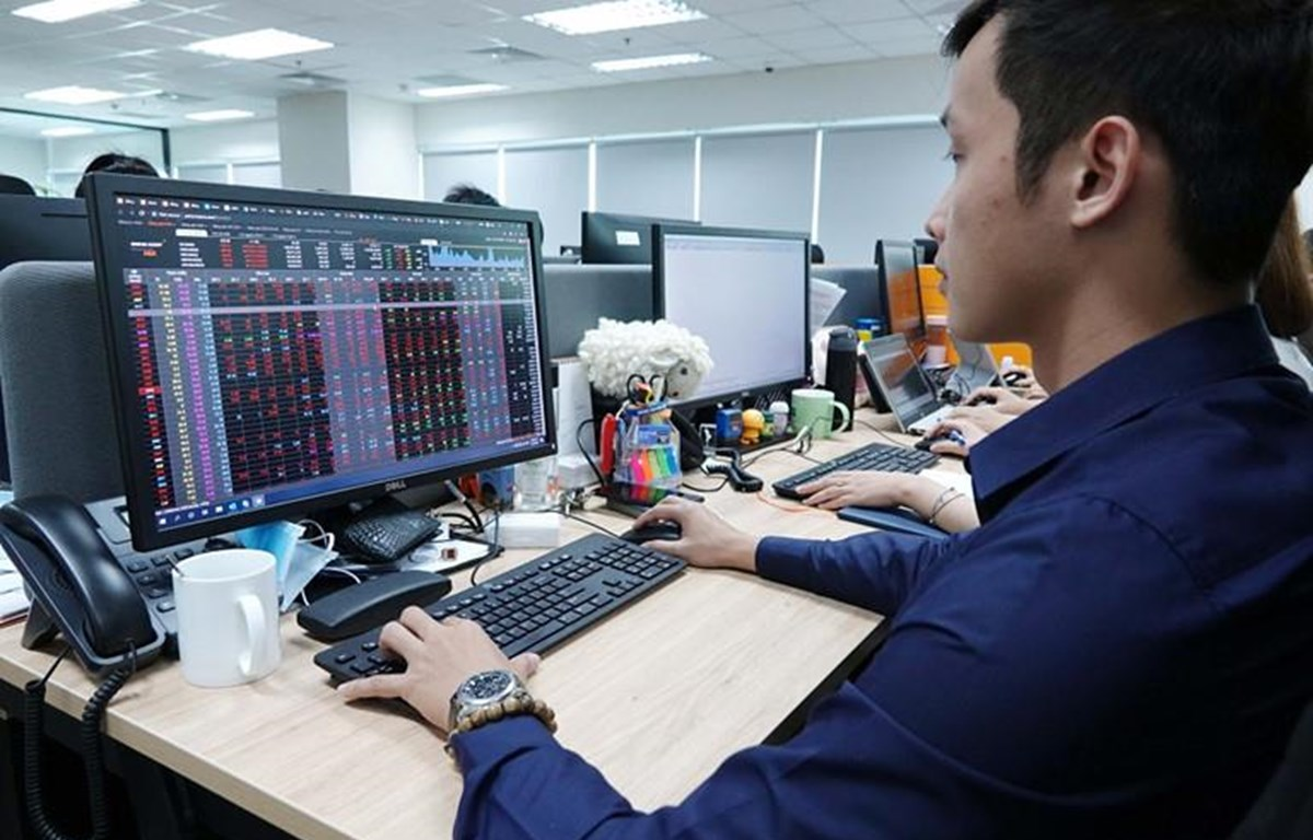 Nhận định thị trường ngày 13/10: 'Áp lực điều chỉnh có thể xuất hiện'