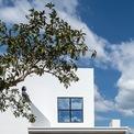 <p> Ngôi nhà được thiết kế với đường nét hiện đại, đơn giản.</p>