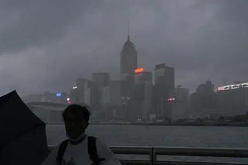 Chứng khoán châu Á tăng, thị trường Hong Kong hoãn giao dịch vì bão