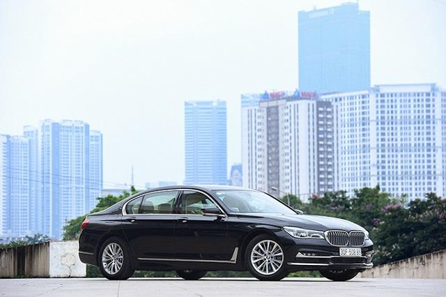 Xe BMW tồn kho giảm giá gần 800 triệu đồng