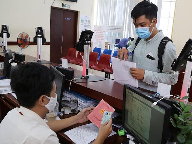 Do ý kiến còn khác nhau về việc bỏ sổ hộ khẩu giấy, nên Dự thảo Luật Cư trú (sửa đổi) đưa ra 2 phương án trình Quốc hội quyết định.