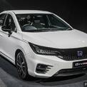 <p> Sau loạt hình ảnh teaser, Honda chính thức ra mắt City 2020 tại Malaysia. Đúng như thông tin trước đó, City thế hệ thứ 5 có 4 phiên bản, gồm S, E, V và RS e:HEV. Ba phiên bản đầu sử dụng động cơ xăng 1.5L và có giá lần lượt là 17.900 USD, 19.700 USD, 20.900 USD. Phiên bản RS vẫn chưa có giá chính thức. Phiên bản cao nhất của Honda City sẽ được công bố giá vào tháng 1/2021 - thời điểm xe được bán ra.</p>