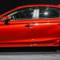 <p> Honda City 2020 có các số đo dài x rộng x cao lần lượt là 4.553 x 1.748 x 1.467 (mm), chiều dài cơ sở 2.600 mm. So với thế hệ trước, City 2020 dài hơn 111 mm, rộng hơn 54 mm và thấp hơn 10 mm trong khi trục cơ sở không thay đổi.</p>