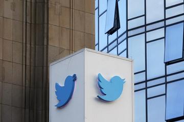 Tài khoản chiến dịch tranh cử bị tạm khóa, Trump dọa kiện Twitter
