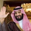 """<p> Trong một cuộc phỏng vấn với CBS News, Thái tử Mohammed cho rằng tài chính là vấn đề cá nhân và mình không cần phải xin lỗi vì sống xa hoa. """"Tôi là một người giàu chứ không phải người nghèo, là thành viên của hoàng gia đã trị vì hàng trăm năm trước khi Saudi Arabia ra đời. Tôi đã dành ít nhất 51% tài sản cho người dân và 49% cho bản thân mình"""", vị thái tử nói. Ảnh: <em>CBS.</em></p>"""