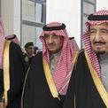 <p> Nhà Saud đã cai trị Saudi Arabia từ thế kỷ 18. Phần lớn của cải đất nước thuộc về gia tộc. Vậy nên, điều dễ hiểu là những thành viên chủ chốt của hoàng gia Trung Đông này có cuộc sống xa hoa với máy bay tư nhân, du thuyền hay lâu đài dát vàng. Ảnh: <em>NY Times.</em></p>