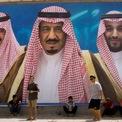 <p> Ngoài nguồn lợi nhuận lớn đến từ việc khai thác dầu, hoàng gia Saudi còn có cổ phần tại một tập đoàn truyền thông sở hữu những tờ nhật báo Asharq Al-Awsat và Al Eqtisadiah. Ảnh: <em>WSJ.</em></p>