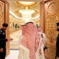 <p> Cung điện Erga tại thủ đô Riyadh của Quốc vương Salman được cho là tràn ngập các đồ vật mạ vàng, từ hộp giấy, ghế ngồi cho đến hồ bơi. Ảnh: <em>AFP.</em></p>
