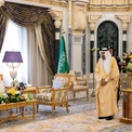 <p> Gia đình hoàng tộc thường chi hàng chục triệu USD cho các kỳ nghỉ xa xỉ ở nước ngoài. Quốc vương Salman sở hữu du thuyền rộng lớn có phòng tiệc riêng và chỗ ngủ thoải mái cho 30 người cùng 20 thành viên thủy thủ đoàn. Trong mỗi kỳ nghỉ hoặc các chuyến công tác, các thành viên có thể đem theo hàng trăm vệ sĩ cùng lúc. Ảnh: <em>AFP.</em></p>