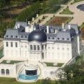 <p> Trong đó, một số cái tên tiêu biểu là lâu đài Pháp (300 triệu USD), bức tranh của danh họa Da Vinci (450 triệu USD), du thuyền Serene (500 triệu USD). Thái tử 35 tuổi này cũng sở hữu 2 căn nhà ở London (Anh) và 1 căn ở vùng biển miền Nam Tây Ban Nha, theo New York Times. Ảnh: <em>BI.</em></p>