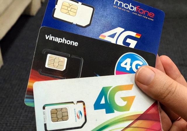 SIM của ba nhà mạng Mobifone, Vinaphone và Viettel. Ảnh: Anh Tú