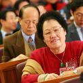 """<p class=""""Normal""""> <strong>Chan Laiwa: 5,8 tỷ USD</strong></p> <p class=""""Normal""""> Khi còn nhỏ, gia đình Chan Laiwa nghèo đến nỗi bà phải bỏ học để đi làm. Sau này, Chan thành lập một công ty sửa chữa đồ nội thất và chuyển đến Hong Kong (Trung Quốc) khi ngoài 40 tuổi. Lúc này, bà bắt đầu rót tiền vào địa ốc.</p> <p class=""""Normal""""> Năm 1988, bà thành lập Fuwah Group, một trong những công ty địa ốc lớn nhất Bắc Kinh.</p>"""