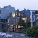 <p> Ngôi nhà nằm tại một khu đô thị mới ở thành phố Hải Dương. Toàn bộ khu đất rộng 72 m2 với 2 mặt tiền tại ngã ba đường, đất nền và mặt tiền trở thành điểm hấp dẫn đối với giới kiến trúc.</p>