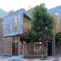 <p> Chủ nhân cũng là kiến trúc sư của ngôi nhà. Kiến trúc xanh là hướng phát triển mà anh và các cộng sự đang hướng tới, tối ưu hóa không gian, đặc biệt là sự linh hoạt trong việc sử dụng và đưa sân vườn, cây xanh vào không gian sống. Nói cách khác, không gian mở là ưu tiên hàng đầu trong quá trình thiết kế</p>