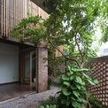 <p> Nhà được xây dựng trên mảnh đất 72 m2 nhưng diện tích tầng 1 chỉ có 46 m2, còn lại là đất dành cho sân vườn.</p>