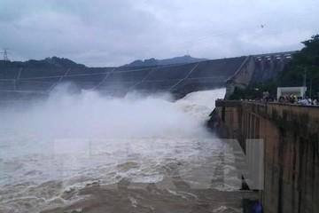 Hồ Thủy điện Thác Bà xả lũ