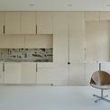 <p> Trong một không gian sống tương đối nhỏ, các kiến trúc sư đã tìm kiếm điều ấn tượng từ ánh sáng đến sự rộng rãi để tạo ra một bầu không khí yên tĩnh, nhẹ nhàng và quan tâm. Khi bước vào, bạn thấy mình được đẩy ra không gian sáng và rộng mở của toàn bộ căn hộ.</p>