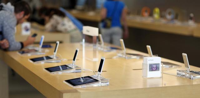 """Apple ngẫu nhiên thành """"ngư ông đắc lợi"""" trong cuộc đua giữa các nhà mạng."""
