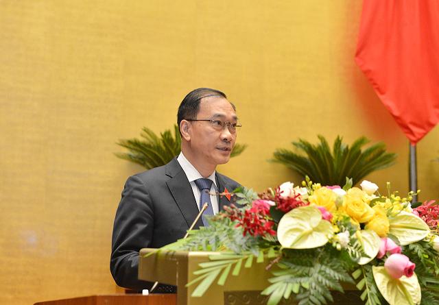 Chủ nhiệm Ủy ban Kinh tế Quốc hội Vũ Hồng Thanh báo cáo thẩm tra tình hình kinh tế