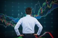 Bán mạnh cuối phiên, VN-Index giảm hơn 5 điểm