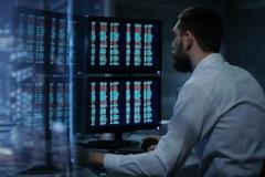 Khối ngoại sàn HoSE tiếp tục bán ròng 358 tỷ đồng, VRE, MSN và VHM là tâm điểm