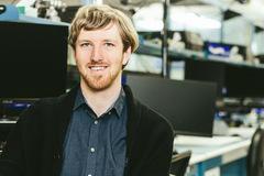 Bỏ học Stanford để khởi nghiệp, chàng trai 25 tuổi sắp thành tỷ phú