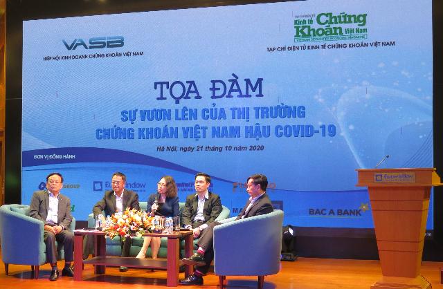 """Tọa đàm """"Sự vươn lên của thị trường chứng khoán Việt Nam hậu Covid-19"""", do Tạp chí điện tử Kinh tế Chứng khoán Việt Nam tổ chức. Ảnh : Tân Văn."""