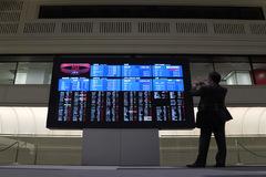 IMF hạ dự báo kinh tế khu vực, chứng khoán châu Á giảm