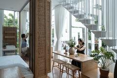 Công trình vừa là nhà cho 7 người ở, vừa là quán cà phê trên mảnh đất 35 m2 ở Huế
