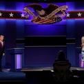 """<p class=""""Normal""""> Đệ nhất phu nhân Melania Trump và bà Jill Biden lên sân khấu cùng hai ứng viên vào cuối cuộc tranh luận.</p>"""