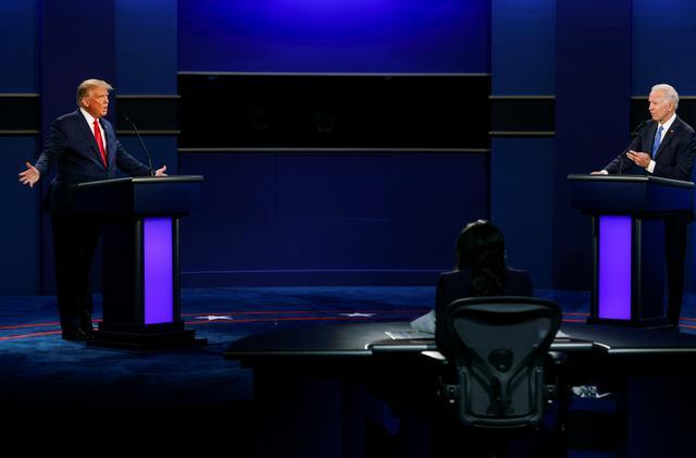 Ứng viên tổng thống đảng Cộng hòa Donald Trump và đảng Dân chủ Joe Biden tranh luận trực tiếp tối 22/10 tại sân khấu Đại học Belmont, thành phố Nashville, bang Tennessee.