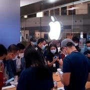 Lý do iPhone 12 Pro cháy hàng ngày mở bán
