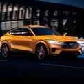 """<p class=""""Normal""""> <strong>4. Ford Mustang Mach-E GT 2021</strong></p> <p class=""""Normal""""> Ford Mustang Mach-E GT 2021 là mẫu Mustang 4 cửa và chạy thuần điện đầu tiên. Với vai trò là chiếc xe EV đầu bảng của Ford, Mustang Mach-E GT cho công suất 459 mã lực và mô-men xoắn 830 Nm.</p> <p class=""""Normal""""> Xe có cự ly hoạt động trong một lần sạc đầy đạt mức 402 km, sử dụng bộ pin 88 kWh và được niêm yết giá 60.500 USD.<br /><br /><span>Thời gian tăng tốc 0-96 km/h: khoảng 3,5 giây</span></p> <p class=""""Normal""""> Tốc độ tối đa: 209 km/h</p>"""