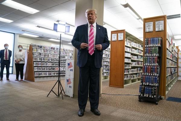 Trump: 'Tôi bầu cho người tên Trump'